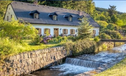 Penzion Kovárna Horní Lipová, celoroční ubytování v Jeseníkách, pořádání svateb, posezení u krbu