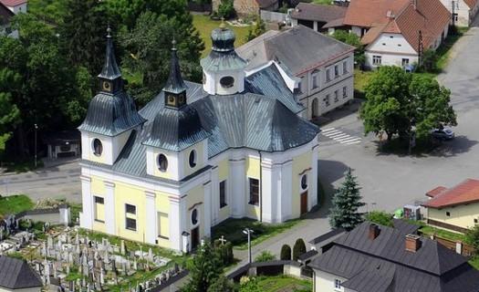 Obec Zvole, okres Žďár nad Sázavou, kostel svatého Václava, westernové městečko Šiklův mlýn