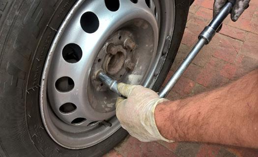 Autoservis a pneuservis Modřice, příprava na STK, odborný servis pro osobní a dodávkové vozy