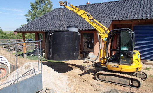 Zemní práce, výkopové práce a demolice Plzeň, základy na dům, přípojky, úpravy terénů, bazény
