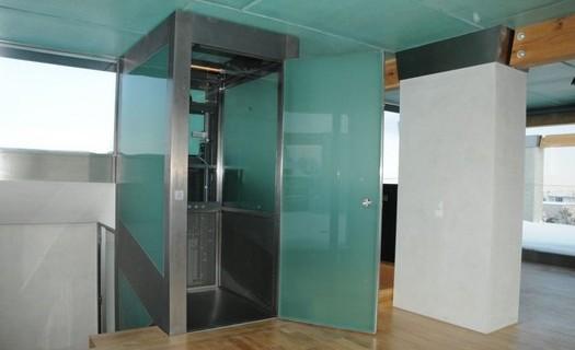 Výroba a montáž výtahů, plošin Hradec Králové, domovní výtahy, nákladní výtahy, nákladní plošiny