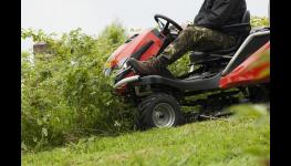 Sekačky, mulčovače a traktory k profesionální údržbě pozemků