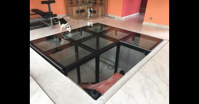 Skleněné podlahy z pochozího skla Vám navrhne a vyrobí ACERA SKLO, Praha 6 – zakázky na klíč