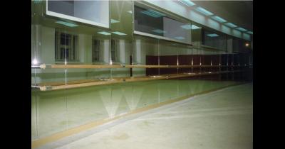 Zrcadlové stěny a zrcadla na míru Praha - zrcadla instalujeme na všechny typy povrchů