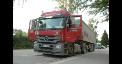 Špičkové servisní středisko pro nákladní automobily, vleky a přívěsy