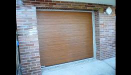 Hliníkové vchodové dveře a sekční garážová vrata na míru včetně montáže za akční cenu