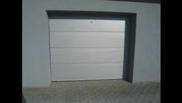 Designová garážová vrata - prodej, montáž, moderní vzhled a hladký povrch