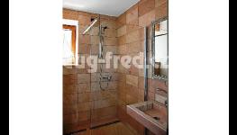 Zpracování kamene za účelem výroby a renovace náhrobků v kamenictví s dlouholetou tradicí