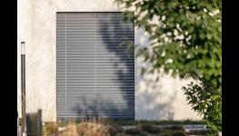 Stínicí technika zvyšuje komfort bydlení, na venkovní prvky by se mělo myslet již při plánování hrubé stavby