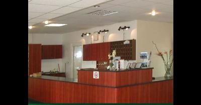Hotel Pratol – ubytování, restaurace, salonky, lázně i myčka
