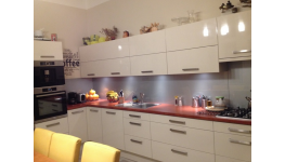Kuchyně na míru - velký výběr barev i materiálů