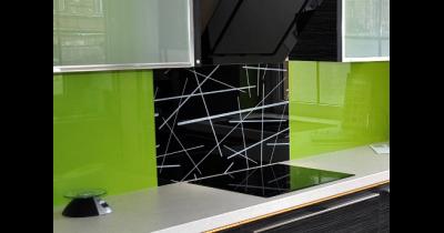 Realizace barevných skel do kuchyně, obkladové sklo Praha