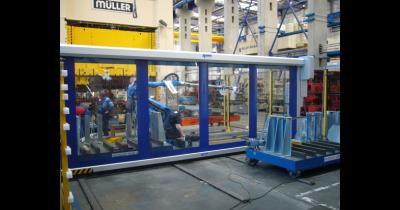 Průmyslová vrata pro ochranu strojů od Novaferm