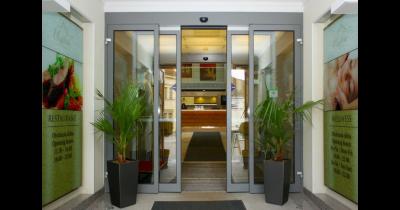 Automatické posuvné dveře - moderní prvek budov