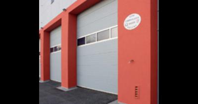 Průmyslová sekční vrata, protiprůvanové vratové clony, vyrovnávací můstky