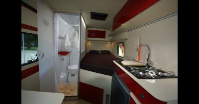 Karavany, obytné automobily pro pohodlné spaní i jízdu-prodej, opravy, servis