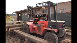 Prodej štípaného palivového dřeva pro topení v krbu, kamnech i kotli
