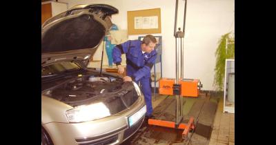 Měření emisí v Plzni u benzinových a naftových motorů