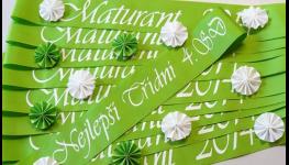Potisk šerp, skleniček a stužek pro maturanty, neodmyslitelná součást maturitních a stužkovacích večírků