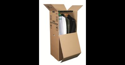 Papírové šatní boxy pro snazší stěhování oblečení