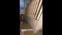 Výroba nábytku z malajského dubu Jílové u Prahy – cenově výhodný a odolný