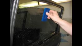 Tónování autoskel ochrannou fólií bez demontáže skel vozidel
