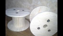 Použití kabelových bubnů jako nábytek pro obývací pokoje, zahrady, bary či restaurace