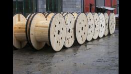 Výroba dřevěných kabelových bubnů s ocelovou obručí v Hranicích na Moravě
