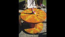 Stoly z cívek, dekorativní kabelové bubny, cívky originálně vybaví váš interiér