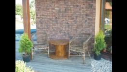 Dřevěné dekorativní bubny, stoly z cívek - originální doplněk interiéru