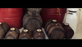 Vinařské technologie na zpracování hroznů -  etiketovací stroje, pneumatické lisy, mlýnkoodzrňovače