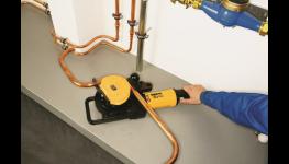 Univerzální elektrické a ruční nástroje na ohýbání trubek značky REMS