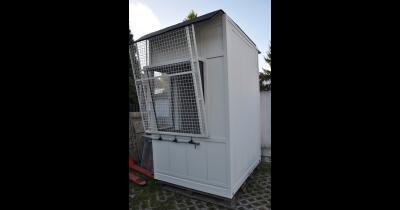 Protihlukové kabiny a odhlučňovací zástěny snižují hluk v halách Praha