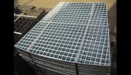 Hutní materiál – ocelové profily, tyče, plechy, trubky, betonářská ocel, dráty, ocelové pásky