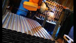Výroba kovových regálů bez šroubů i šroubovaných regálových systémů
