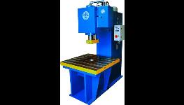 Výroba hydraulických lisů na kov, plasty a keramiku