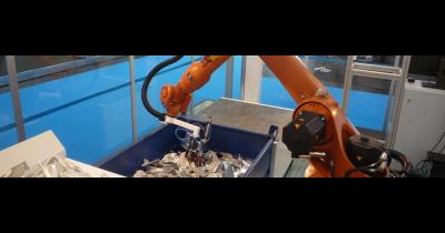 Bin picking - vybírání předmětů z kontejneru průmyslovým robotem Plzeň - řešení na míru