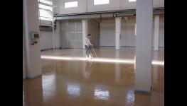 Rovný a pevný podklad pro podlahy všeho druhu vytvoří litý samonivelační potěr Anhyment