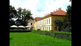 Svatba na zámku vLednici sluxusním ubytováním, svatební den jako vpohádce