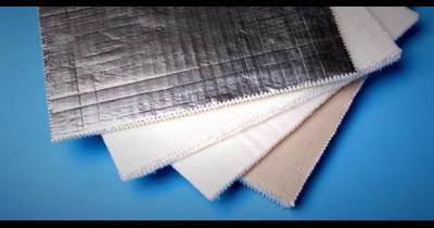 Laminování rohoží z netkané textilie, potahování povrchu sklovláknitých rohoží vrstvou hliníkové fólie