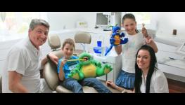 Dětský zubař, první, preventivní prohlídka dítěte u zubaře beze strachu