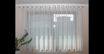 Záclonové tyče, tvarované kolejnice a spouštěcí garnýže, čistá a jednoduchá montáž