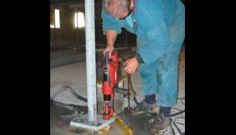 Kotvení strojů, ocelových konstrukcí, zábradlí, svodidel - montáž