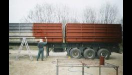 Úprava povrchů v průmyslové práškové lakovně, čištění, tryskání