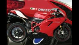 Lakování motocyklů, bodové opravy či oživení laku speciální metodou airbrush