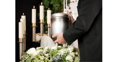 Smuteční obřady Praha - pohřeb dle Vašich požadavků - Jsme tu pro Vás nonstop 800 10 10 50