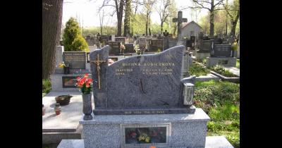 Výroba kamenných hřbitovních pomníků a hrobů na zakázku od zkušeného kameníka