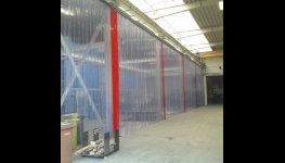 Plastové závěsy, PVC tabule, panely a pásy k předělení pracovních ploch, svařovací zástěny