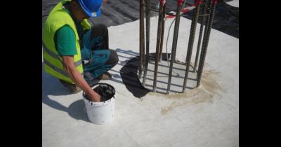 Bentonitové těsnící tmely MQ 100 MASTER k zajištění utěsnění a dokonalého kontaktu s betonovou plochou