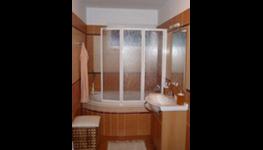 Zateplení stropu a konstrukce podkroví pro domy OKAL foukanou technologií Climastone